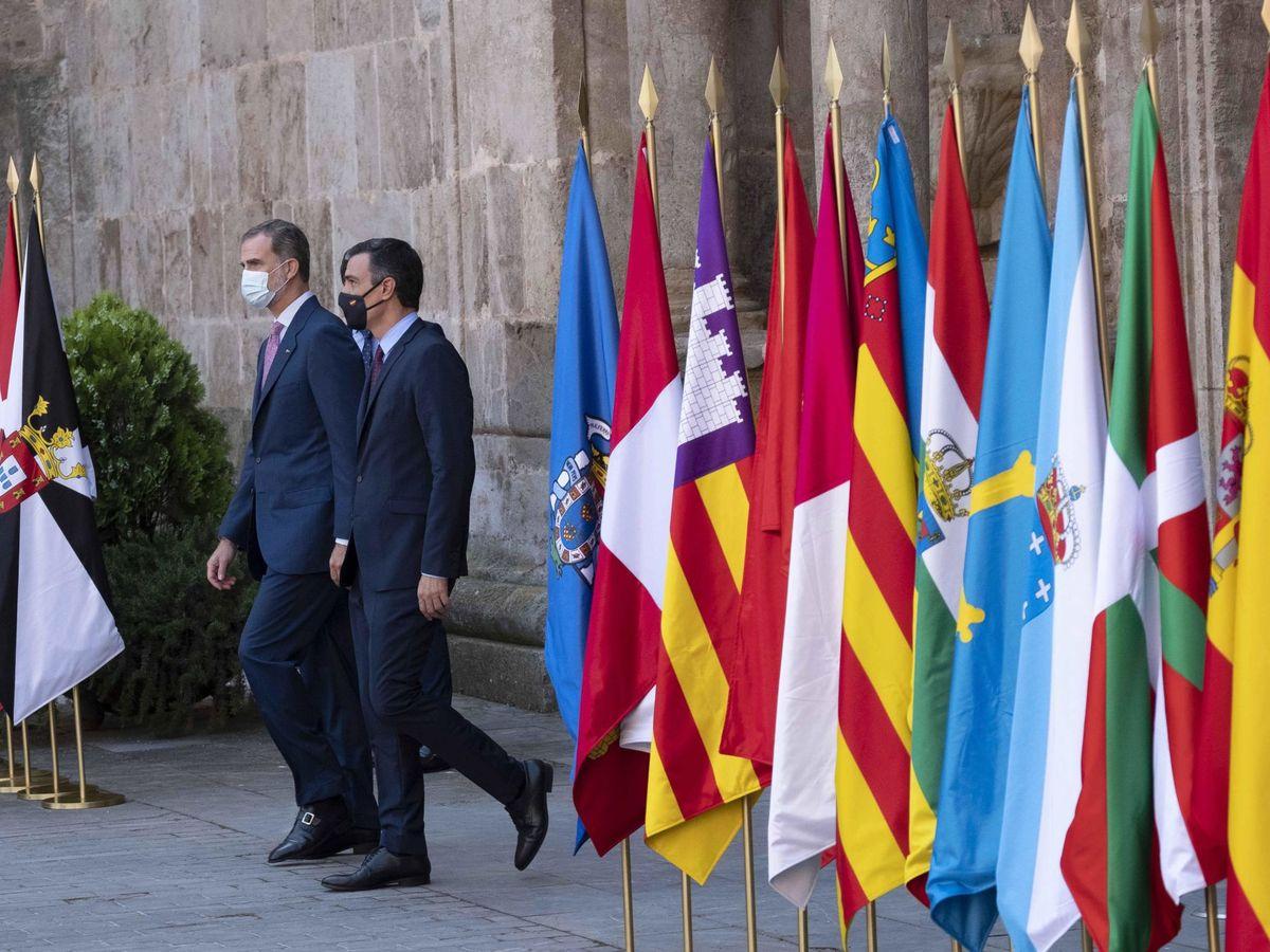 Foto: Felipe VI y Pedro Sánchez, en la Conferencia de Presidentes. (EFE)