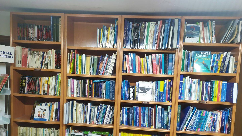 Más estanterías de la librería. (RLC)