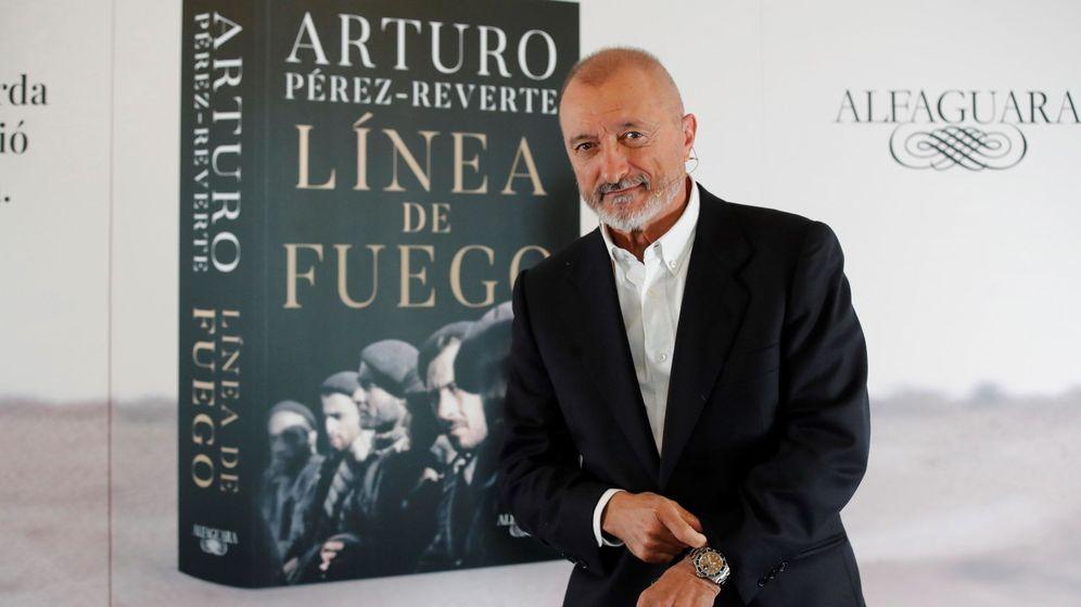 Foto: Arturo Pérez-Reverte durante la reciente presentación de 'Línea de fuego' (EFE)