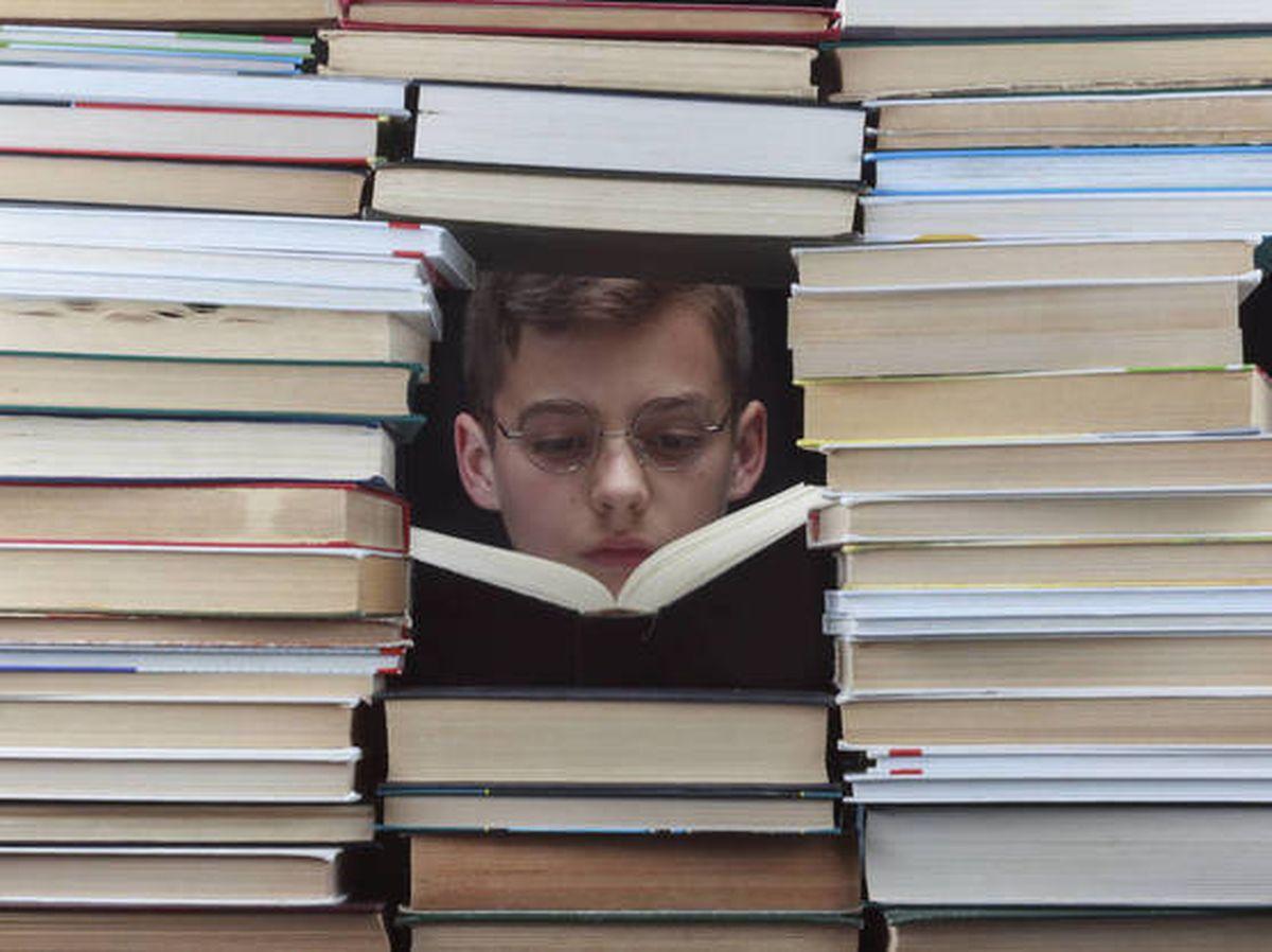 Los beneficios desconocidos para la mente de leer en voz alta