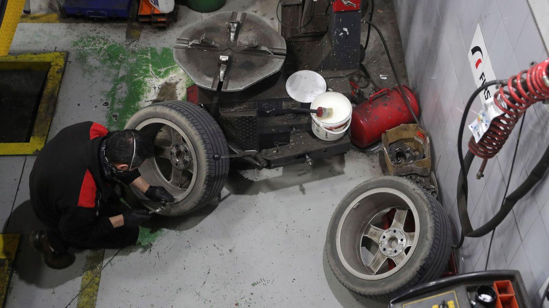 Imagen de archivo de un taller mecánico. (EFE)