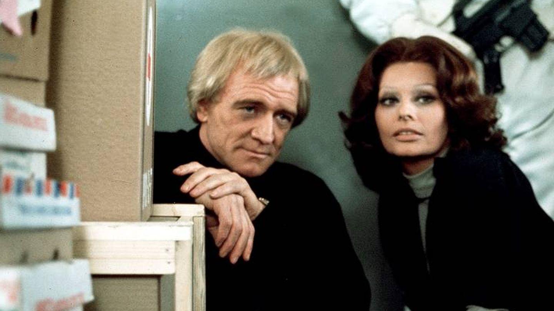 Richard Harris y Sophia Loren en 'El puente de Cassandra'.