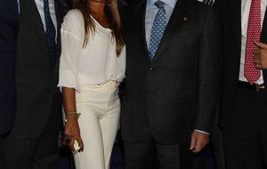 Felipe González y su novia, entre los asistentes al homenaje a Pedro Trapote