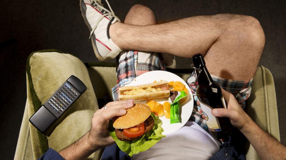 Foto: La obesidad y el alcoholismo podrían estar mucho más conectado en nuestro cerebro de lo que pensábamos (Corbis)