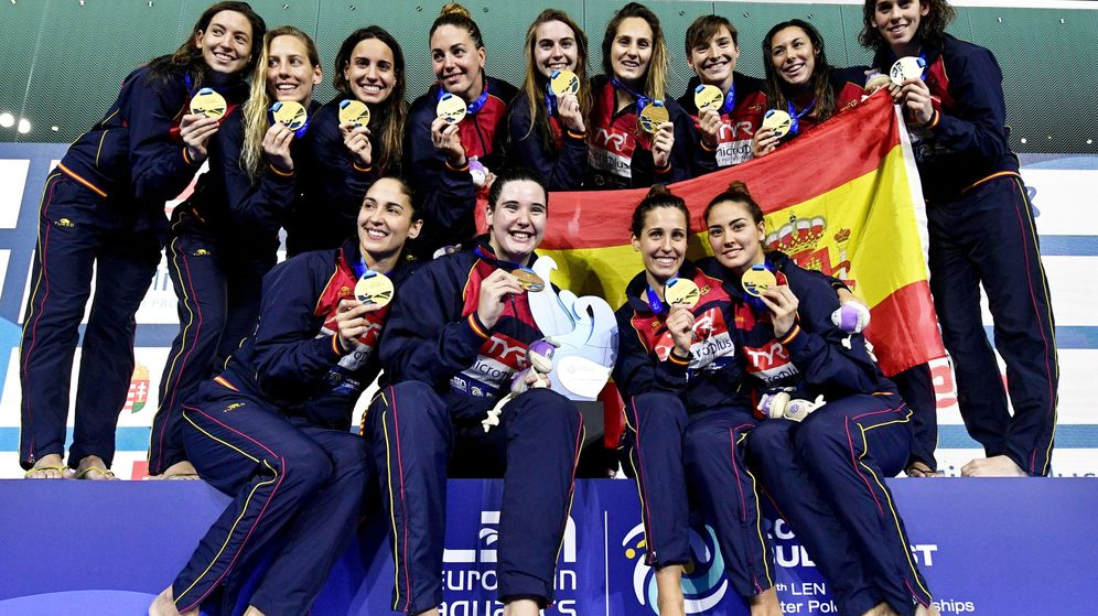 Foto: El equipo español posa tras recibir la medalla de oro. (EFE)