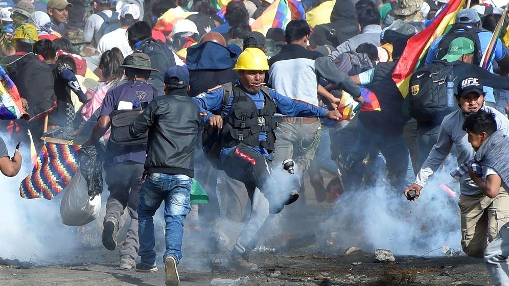 Foto: Los cocaleros bolivianos protestan contra el gobierno provisional en Sacaba. (Reuters)