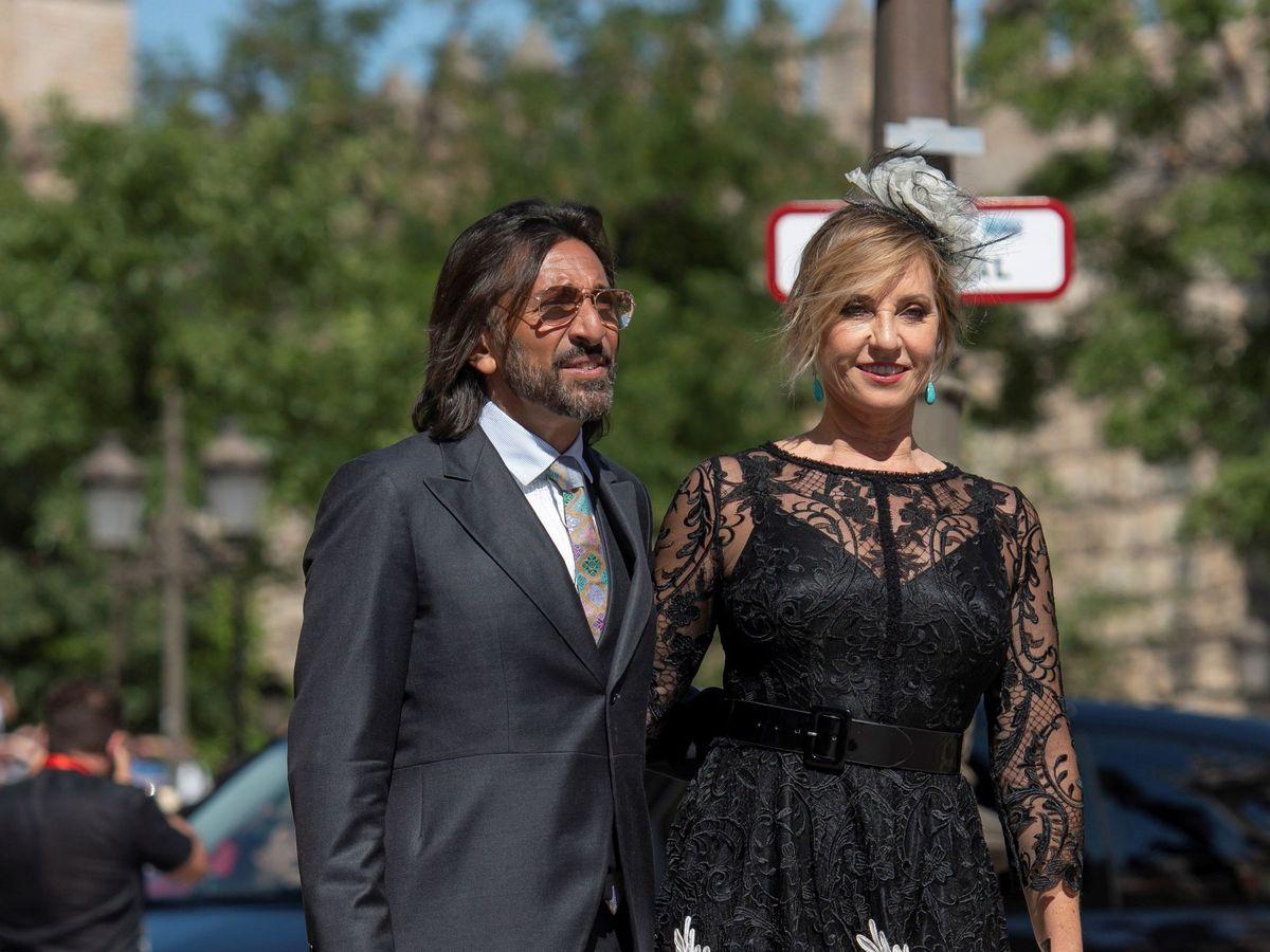 Foto: Antonio Carmona y su pareja, en la boda de Ramos y Rubio. (EFE)
