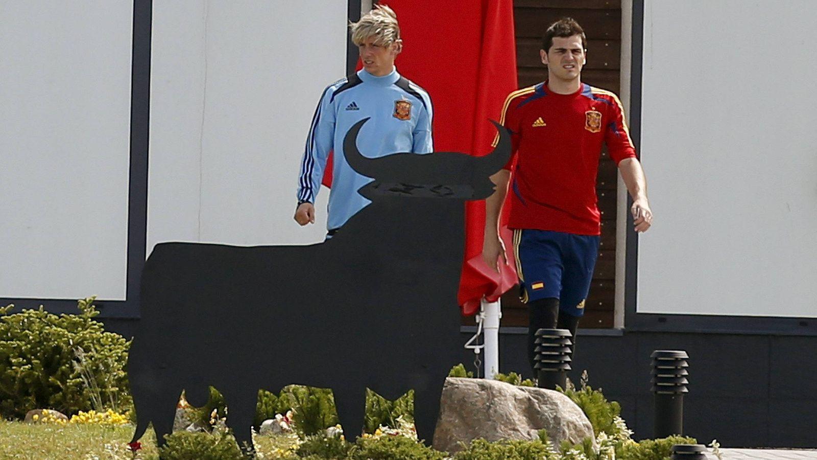 Foto: Torres y Casillas, en una concentración con la selección española (Efe)