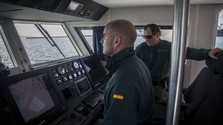 La cubierta de mando del barco del Servicio Marítimo de la Guardia Civil de Algeciras. (Fernando Ruso)