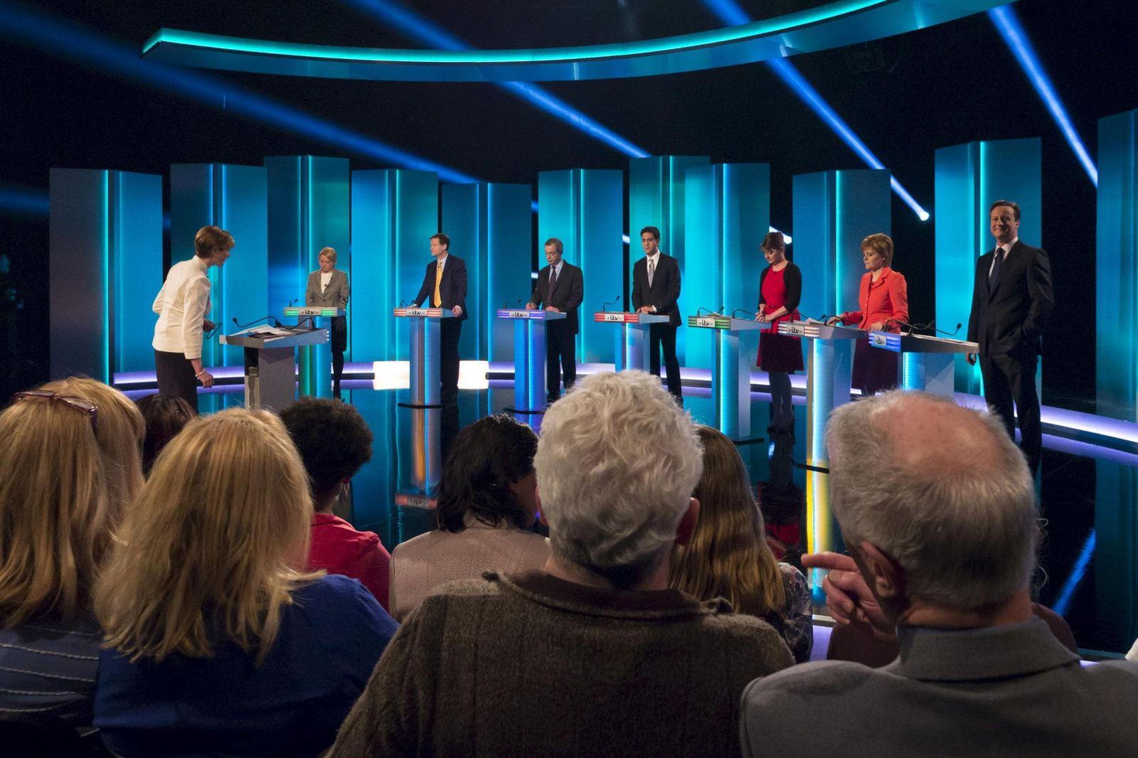 Foto: Los líderes de los principales partidos británicos durante el debate celebrado en Salford (Efe).