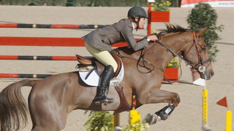 La infanta Elena, en el hospital tras caerse montando a caballo en Zarzuela