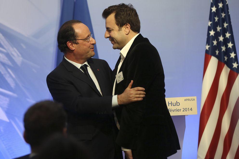 Foto: El emprendedor franco-español Carlos Díaz pide a Hollande que le abrace durante su visita a Estados Unidos. (Reuters)