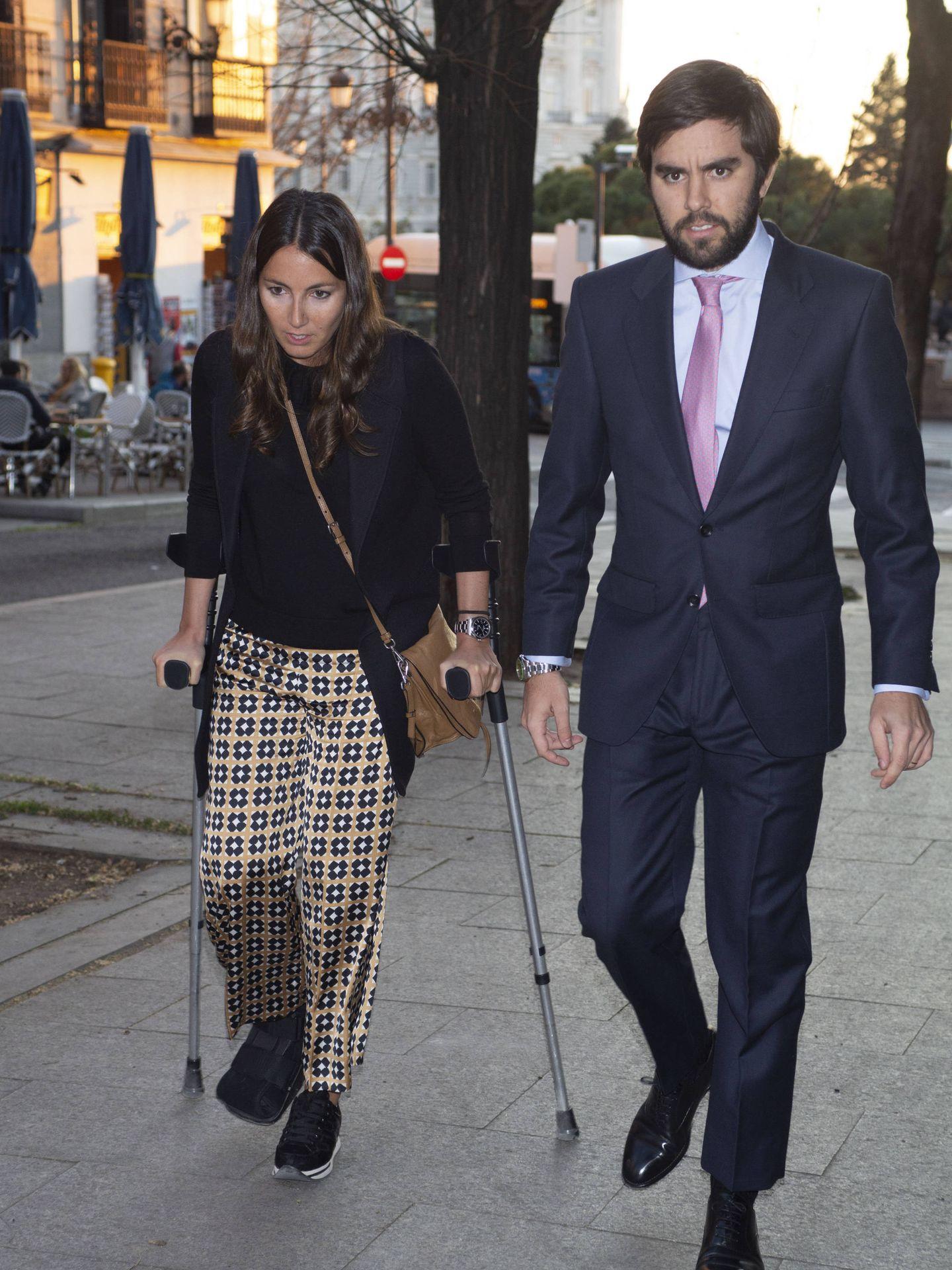 Alejandra Romero y Pedro Armas llegando al homenaje a Adolfo Suárez. (Lagencia Grosby)