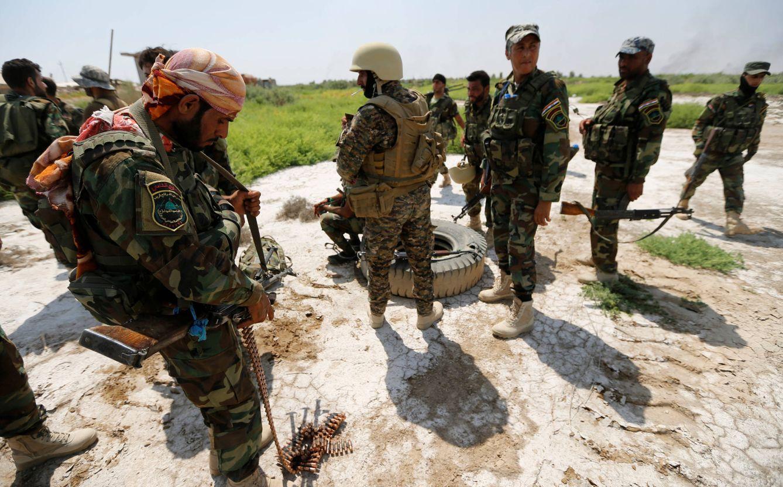 Foto: Combatientes del grupo chií Kataib Sayyid al-Shuhada toman posiciones en los alrededores de Faluya, el 23 de mayo de 2016. (Reuters)