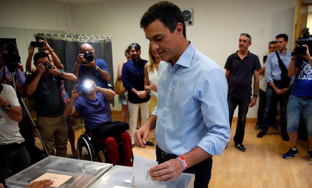 Foto: Pedro Sánchez vota en las elecciones de 2016. (Reuters)