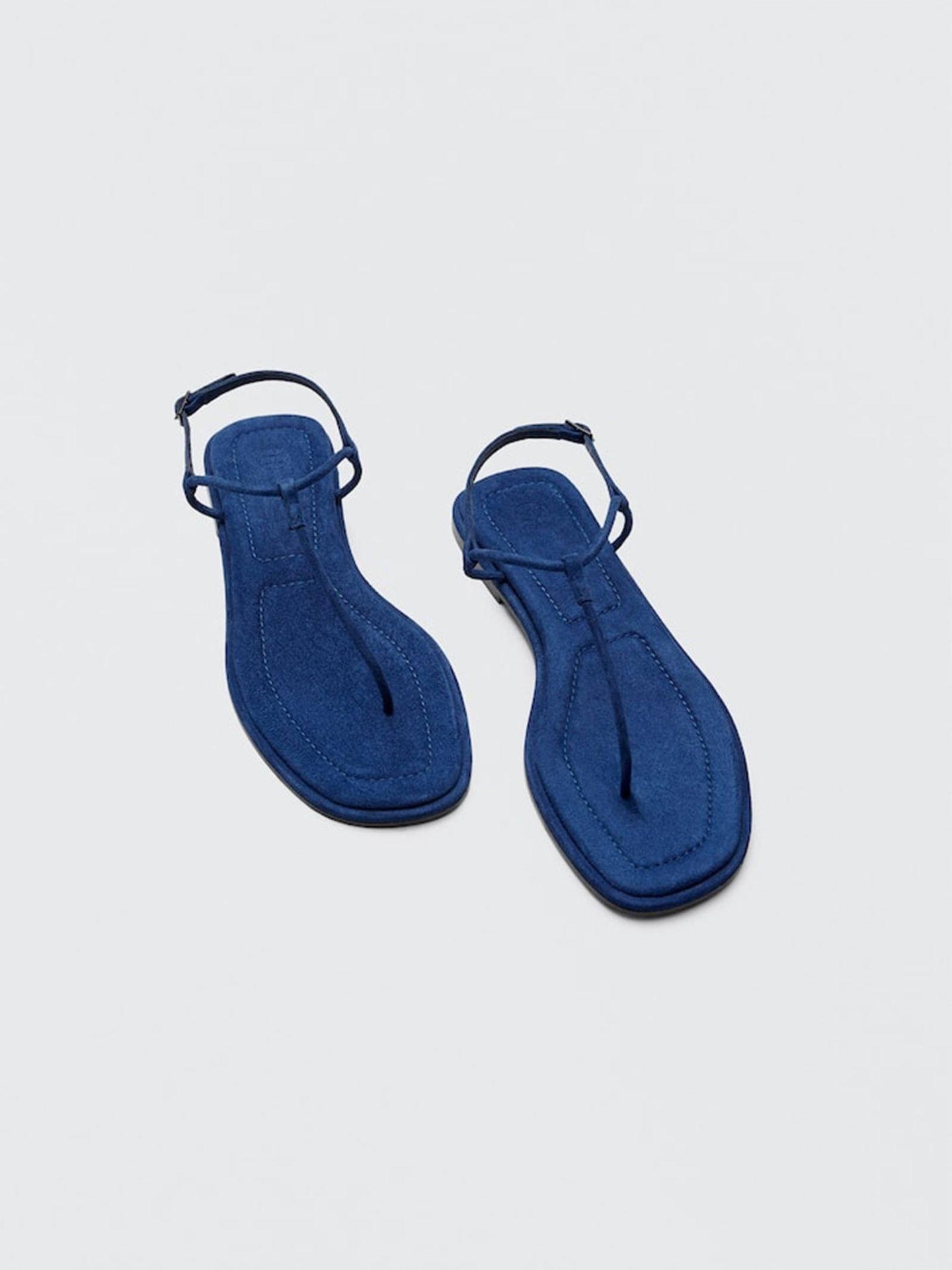 Sandalias planas de Massimo Dutti. (Cortesía)
