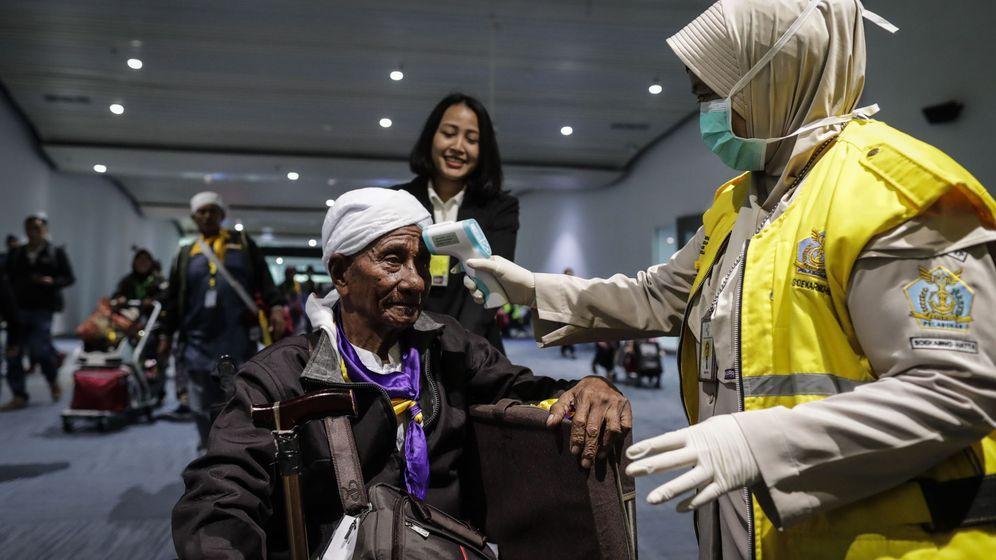 Foto: Escáner de temperatura en un aeropuerto de Indonesia (EFE)