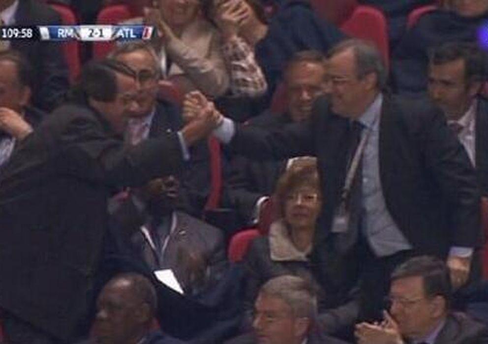 Foto: José María Aznar y Florentino Pérez celebran el gol de Gareth Bale.