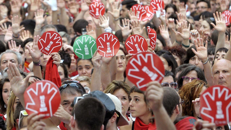 Multitudinaria concentración en Pamplona durante los Sanfermines en protesta por una agresión sexista. (EFE)