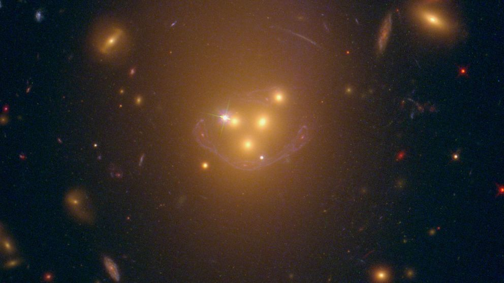 ¿Y si la materia oscura no fuera tan oscura?