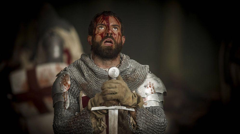 Foto: Tom Cullen, protagonista de 'Knightfall', en una imagen de la serie. (HBO)