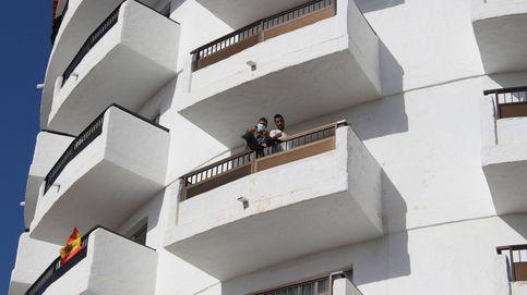 Sin piscina ni bar, pero sí cigarrillos: migrantes en hoteles del pueblo sin turistas