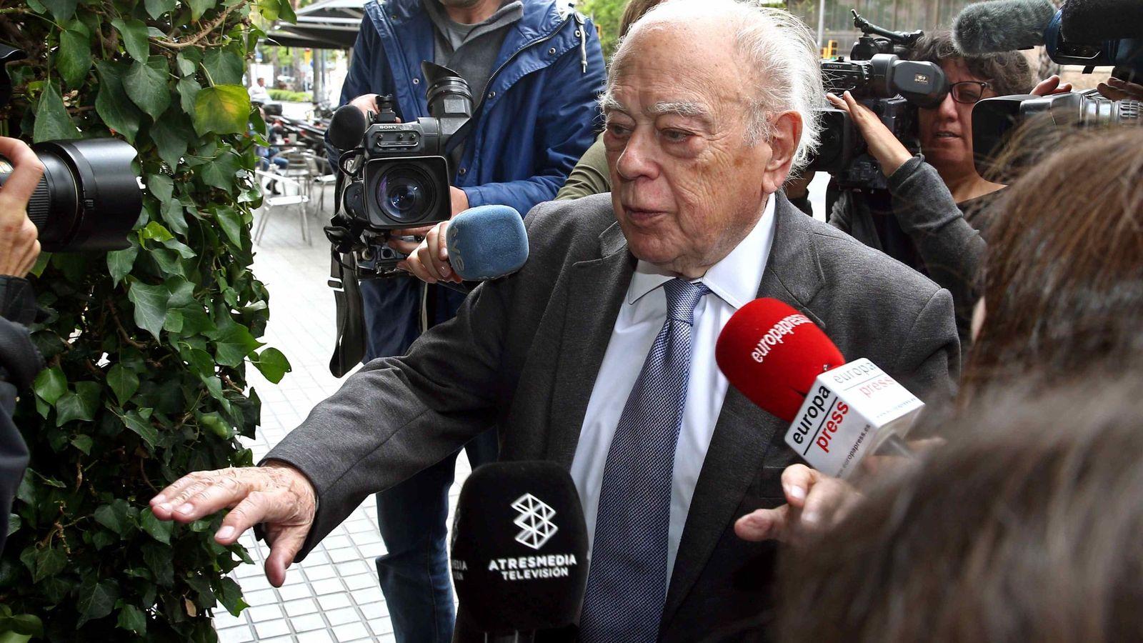 Foto: Jordi pujol,  a su llegada hoy a su domicilio de Barcelona. (Efe).