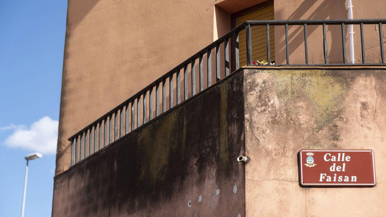 Fachada de uno de los edificios cercanos a la destilería. (S. M.)