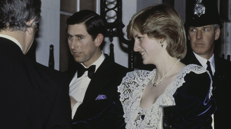 Diana y Carlos, durante una visita al 11 de Downing Street. (Getty)