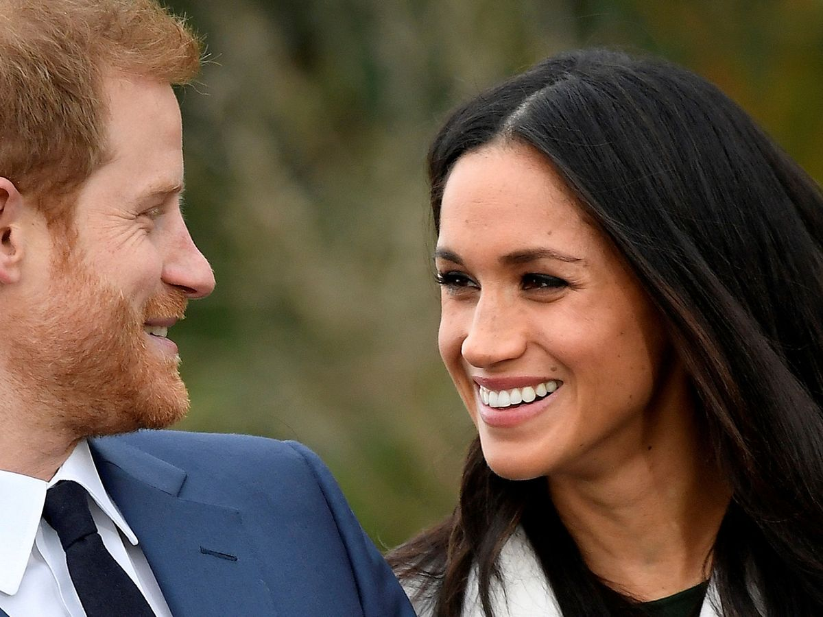 Foto: Meghan y Harry, durante el anuncio de su compromiso a medios. (Reuters)