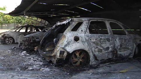 Seis coches y 25 motos calcinadas en un incendio en una comisaría de Palma de Mallorca