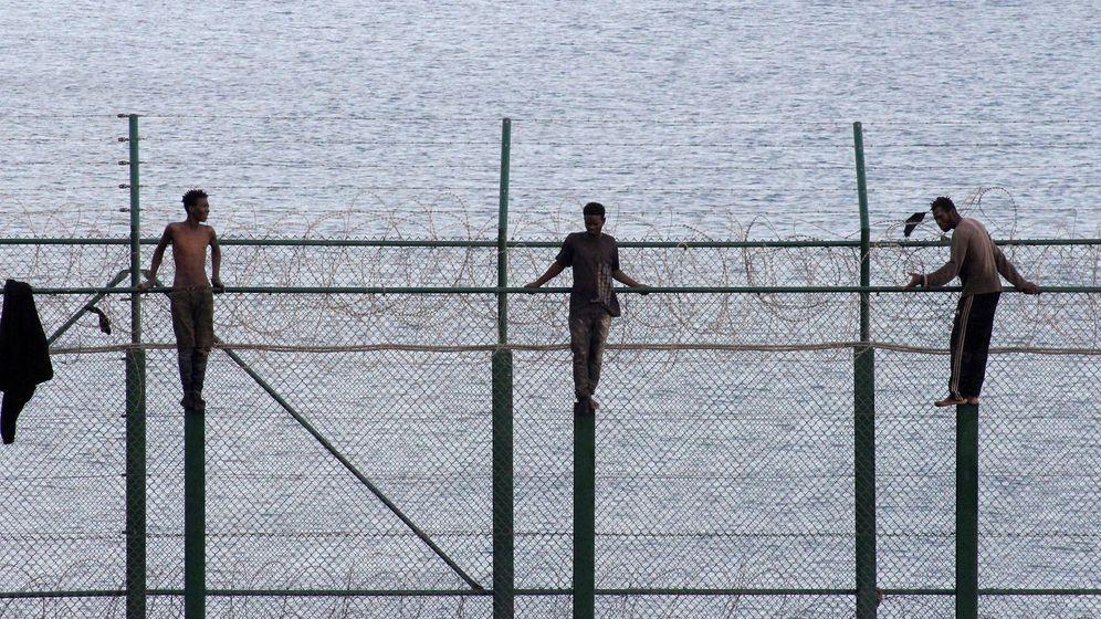 Foto: Valla fronteriza de Ceuta con Marruecos (EFE)