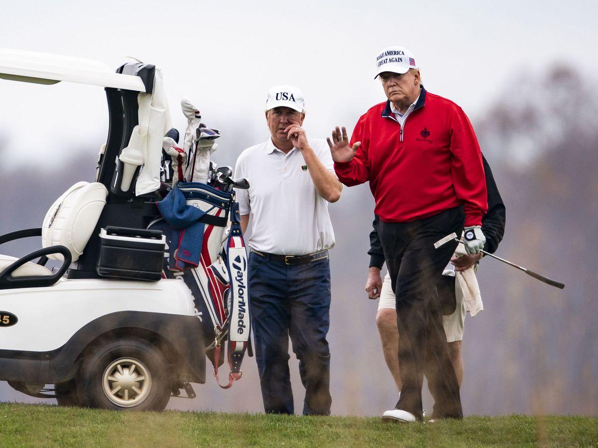 Foto: El presidente saliente de Estados Unidos, Donald Trump, en el campo de golf este sábado. (EFE)
