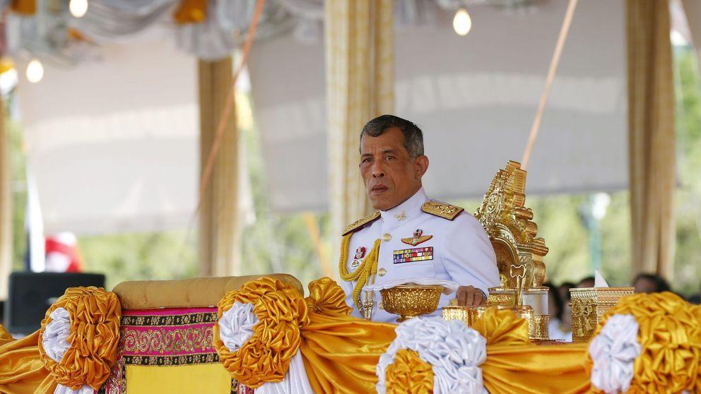 El rey de Tailandia indigna a todos: la rebelión (nunca vista) de su pueblo