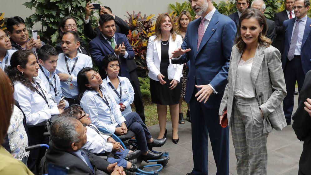 Foto: Los Reyes visitan el programa Fundades. (EFE)