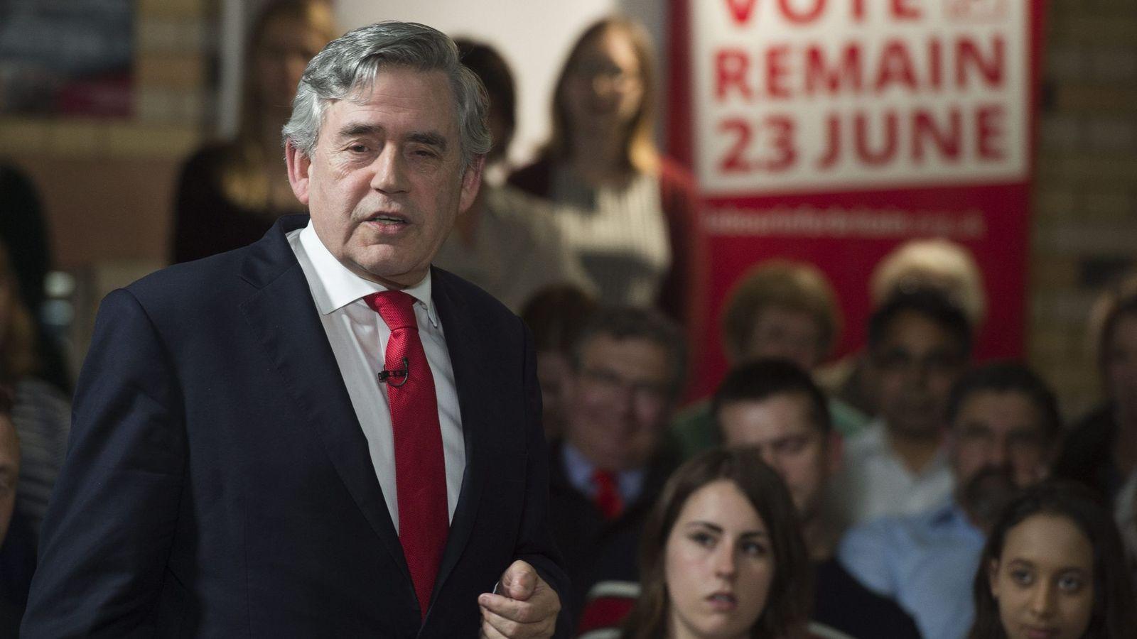 """Foto: El exprimer ministro del Reino Unido, Gordon Brown (i), pronuncia un discurso durante el evento """"Remain In"""" celebrado en Leicester, Reino Unido (Efe)."""