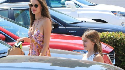 Alessandra Ambrosio: acertado look veraniego por las calles de Los Ángeles