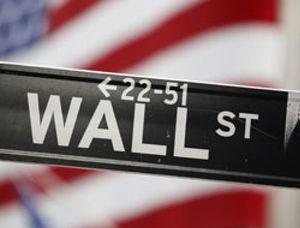 Wall Street despide cuatro sesiones al alza y respira con los datos macro