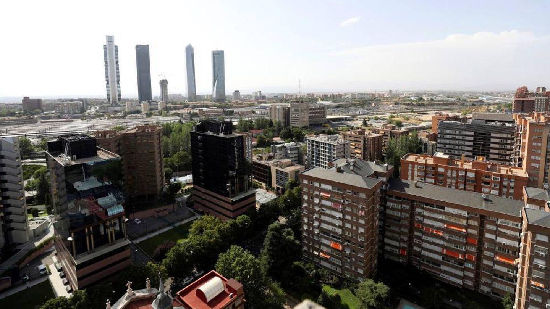 Vista general de las cuatro torres y el espacio donde arrancará la Operación Chamartín. (EFE)