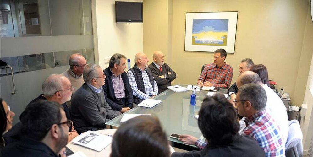 Foto:  Pedro Sánchez (c), durante su encuentro privado con exdirigentes de UGT. (EC)