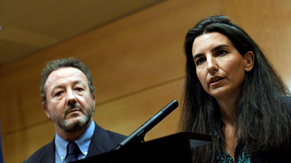 Foto: La portavoz de Vox, Rocío Monasterio, y el diputado Íñigo Henríquez de Luna. (EFE)