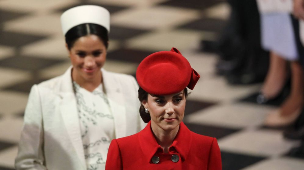 Foto: Kate Middleton en primer término, y Meghan Markle detrás, en el Día de la Commonwealth. (Getty)