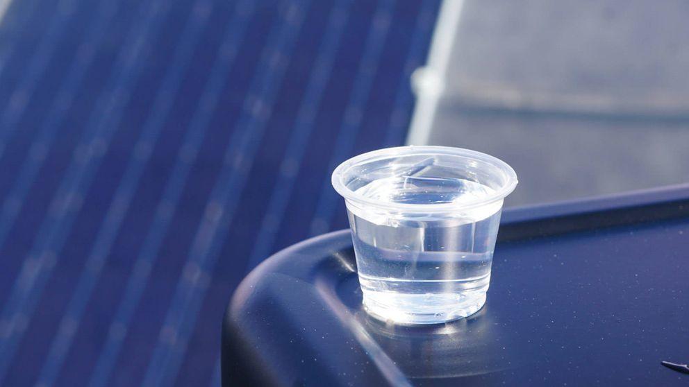 Esta agua se ha generado de la nada con un panel solar y sabe genialmente normal