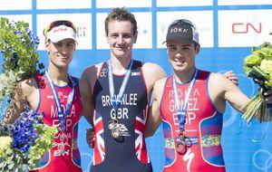 Noya se convierte en leyenda del triatlón con un póker de Mundiales
