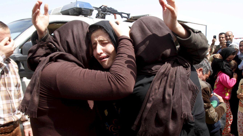 Foto: Mujeres de la minoría yazidí tras ser liberadas (Reuters).