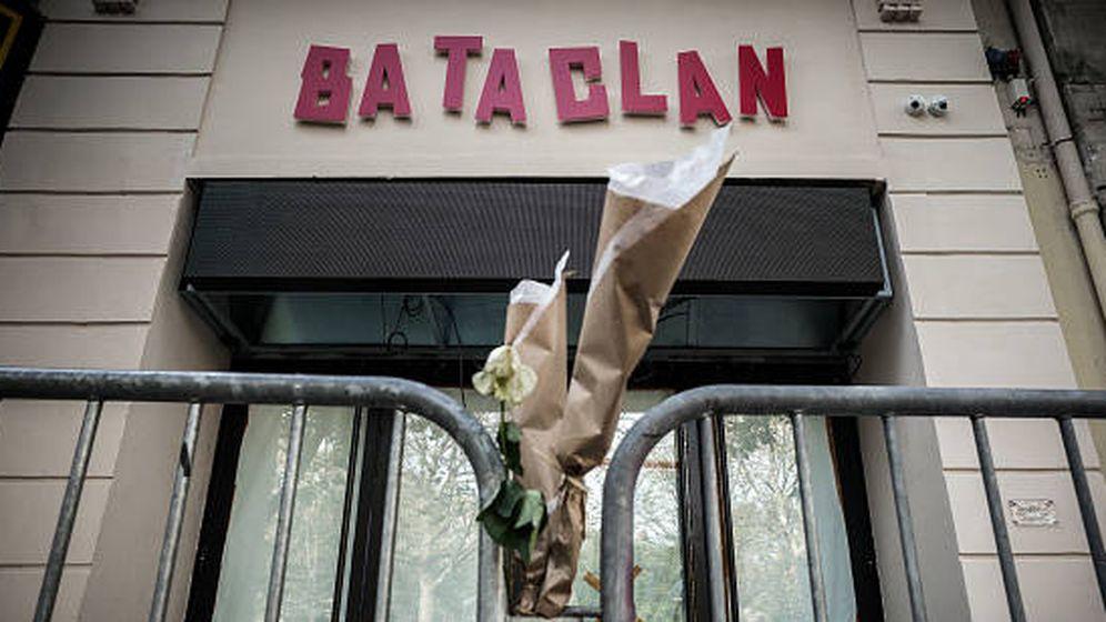 Foto: Tributo tras el ataque en Bataclan. (Getty)