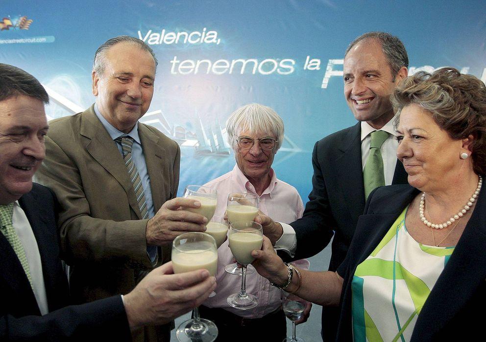 Foto: Bernie Ecclestone, Francisco Camps, Rita Barberá, Fernando Roig y José Luis Olivas en 2008.