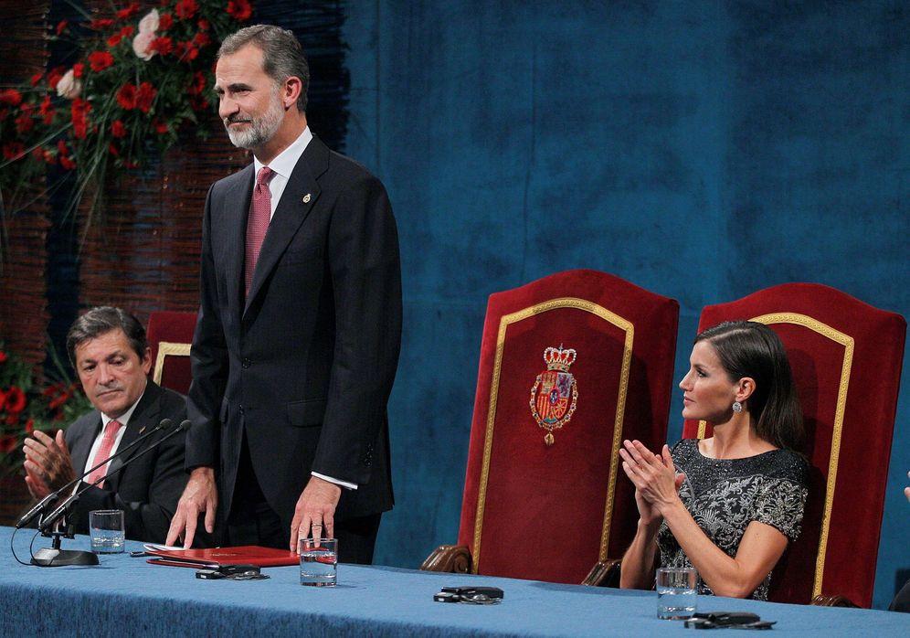 Foto: El rey Felipe y la reina Letizia durante la entrega de los Premios Princesa de Asturias 2018. (EFE)