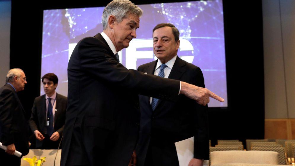 Foto: El presidente de la Reserva Federal, Jerome Powell (i), y Mario Draghi, presidente del BCE. (Reuters)