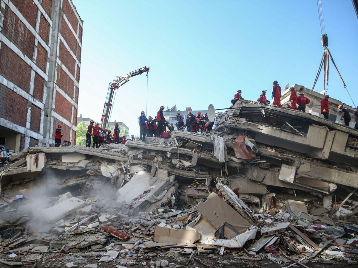 Al menos 73 muertos por el terremoto en Turquía y puede haber decenas más